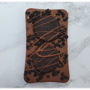 chocolate slab with oreo cookie