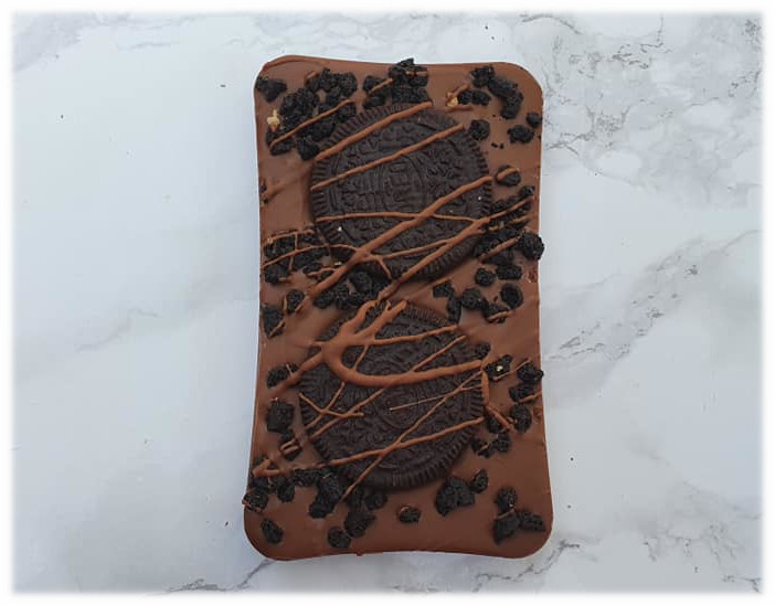 chocolate slab with oreo cookie